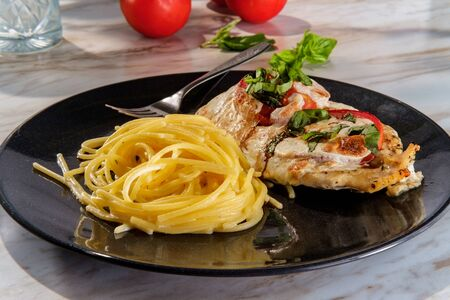 Italian chicken insalata caprese with cheest garlic spaghetti Archivio Fotografico
