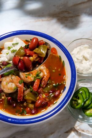 Hot and spicy bowl of Chili con carne with shrimp jalapeno and sour cream 版權商用圖片
