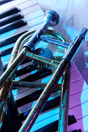 Old and worn Jazz slide trombone and piano keyboard musical show and performance Banque d'images