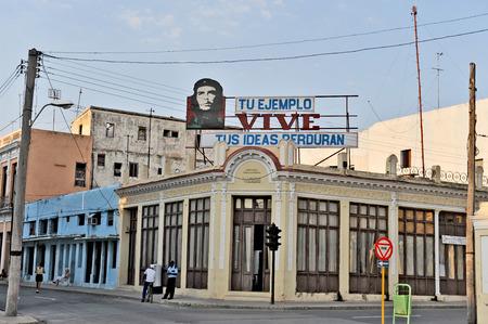 che guevara: CIENFUEGOS, CUBA, OCTOBER 25, 2009  A house with a Che Guevara sign on the top, in Cienfuegos, Cuba, on October 25th, 2009  Editorial
