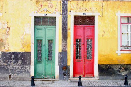 neighbours: Green and red Doors in faro