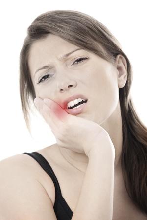 dolor de muelas: Una foto de una mujer joven con un terrible dolor de muelas