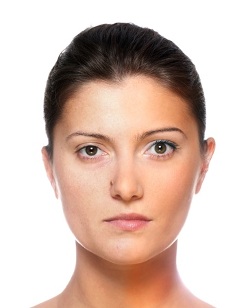 pessoas: A portrait of two halves of the same young womans face, one before and the other after putting on make-up Imagens