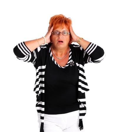 personne en colere: Un portrait d'une jolie femme dans la cinquantaine d'�tre surpris sur fond blanc Banque d'images