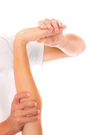 fisioterapia: Una foto de un fisioterapeuta dar un masaje brazo sobre fondo blanco