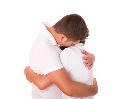 pardon: Une image d'un jeune couple, �treindre sur fond blanc