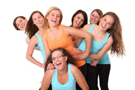 despedida de soltera: Un retrato de siete novias deportivas que se divierten sobre el fondo blanco