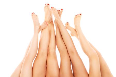 白い背景の上を指しているセクシーな女性の足 写真素材