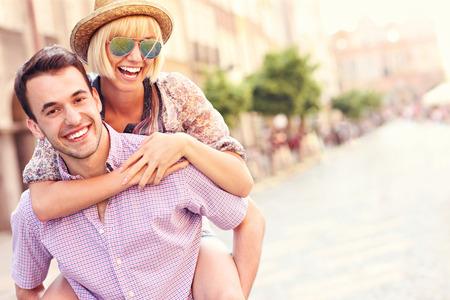 Una imagen de una pareja feliz turismo Gdansk en Polonia Foto de archivo - 28586057