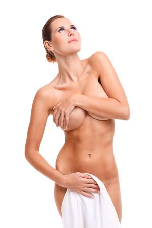 junge nackte mädchen: Ein Bild von sinnlich nackte Frau mit Handtuch auf weißem Hintergrund