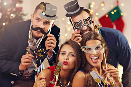 新しい年を祝う友人の画像表示グループ 写真素材