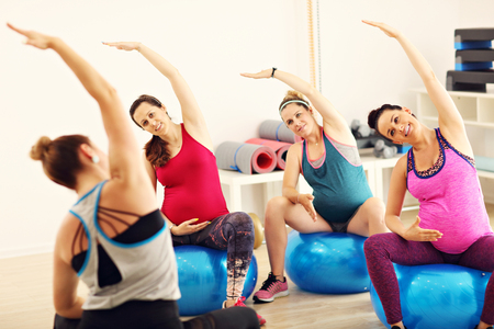 Group of pregnant women during fitness class Foto de archivo