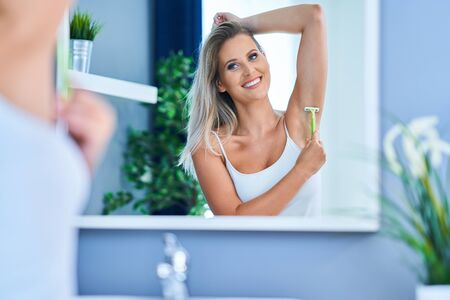 Picture of adult woman in the bathroom Stockfoto - 128044028