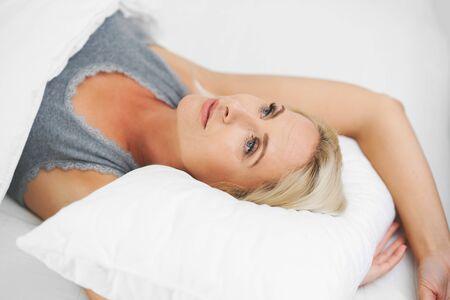 Adult beautiful woman waking up fully rested. Фото со стока - 130841004