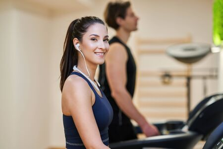 Fit couple at the gym looking very attractive Foto de archivo