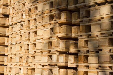 Perspektivische Detailansicht der Stapeltransport-Holzpaletten Standard-Bild