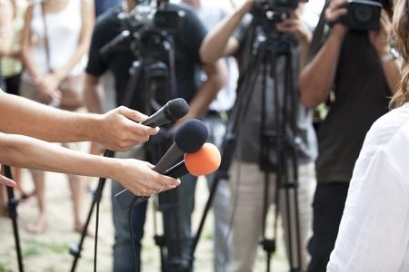média interjú