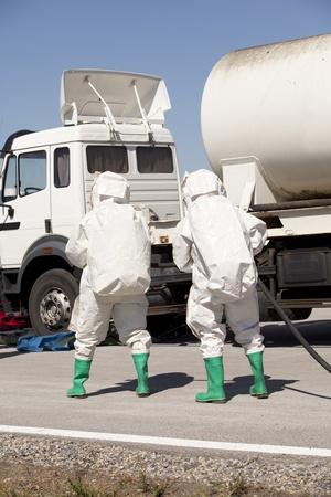 derrames: derrame qu�mico despu�s de accidente de tr�fico
