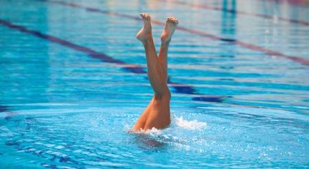natación sincronizada: piernas Foto de archivo