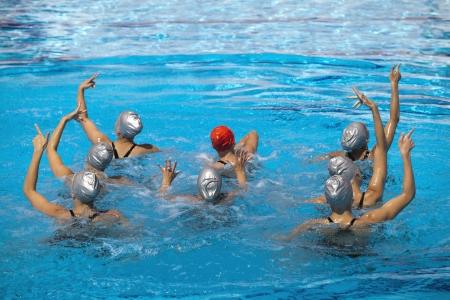 natación sincronizada: nado sincronizado Foto de archivo