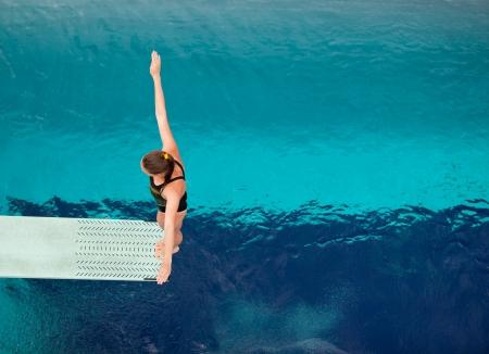 springboard: se prepara para zambullirse en una piscina Foto de archivo