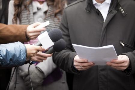 hablar en publico: los medios de comunicaci�n la entrevista Foto de archivo