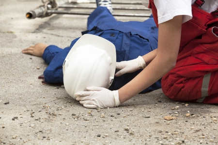 safety gloves: first aid training detail