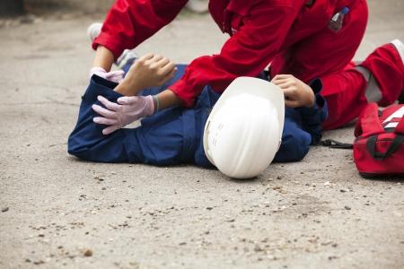 accidente laboral: detalle capacitaci�n en primeros auxilios Foto de archivo