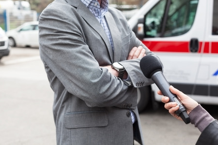 tv reporter: Reporter making a live broadcast, holding a microphone Stock Photo