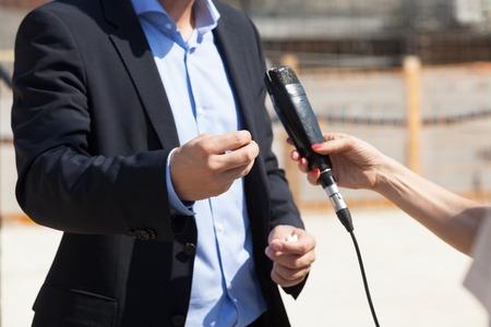 Press interview. Body language.
