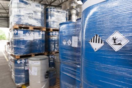 Milieugevaar vaten Stockfoto - 58879366