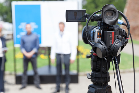 Filming an media event with a video camera Standard-Bild