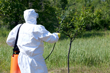 protective suit: Pesticide spraying. Pest management.