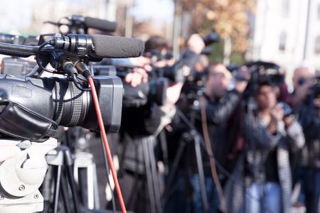 Filmer un événement médiatique avec une caméra vidéo Banque d'images