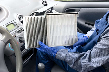 Clean and dirty cabin pollen air filter for a car 版權商用圖片