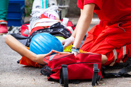 Work or workplace accident at construction site. First aid and CPR training. 免版税图像