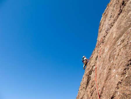 Rock climber climbing a sloping rock wall in Brazil Stockfoto