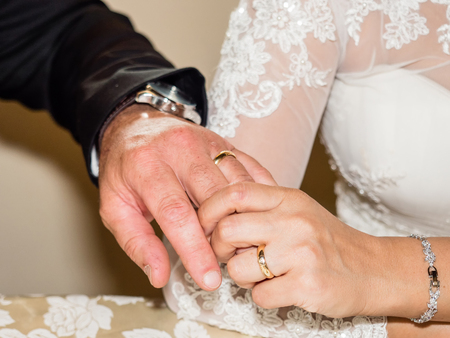 Exchange of Wedding Rings Stockfoto