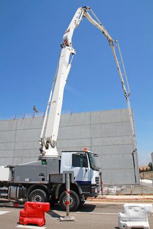 concrete pump on construction site Banque d'images