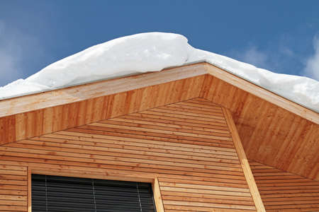 Snow on roof overhang of wooden house Zdjęcie Seryjne