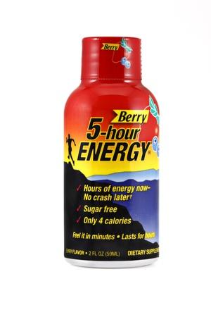 스프링 필드, 미주리 - 3 월 6 일 : 베리의 싱글 샷의 절연 된 스튜디오 샷, 5 시간 에너지, 당신은 B-비타민, 아미노산의 혼합물을 포함하는 시간에 대한