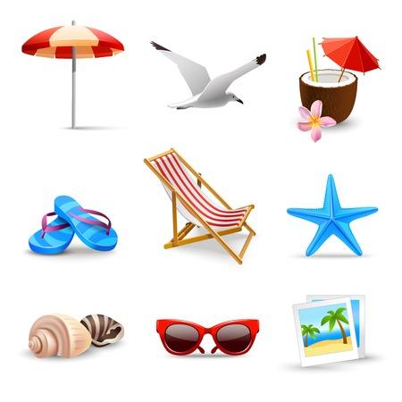 strandstoel: Realistische zomervakantie aan zee strand pictogrammen instellen geïsoleerde vector illustratie Stock Illustratie