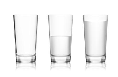 Realistische volledige half-volle en lege glas met mineraalwater geïsoleerd op een witte achtergrond vector illustratie