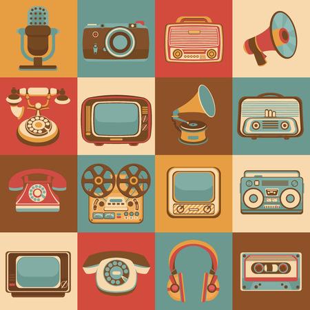 microfono radio: Vintage retro aparatos multimedia iconos conjunto de c�mara micr�fono de radio aislado ilustraci�n vectorial
