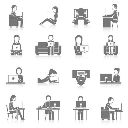 trabajando en casa: Las personas que trabajan en la computadora y de estar ponedoras iconos negros conjunto aislado ilustraci�n vectorial