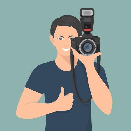 macchina fotografica: Sorridente fotografo maschio con macchina fotografica professionale illustrazione vettoriale piatta