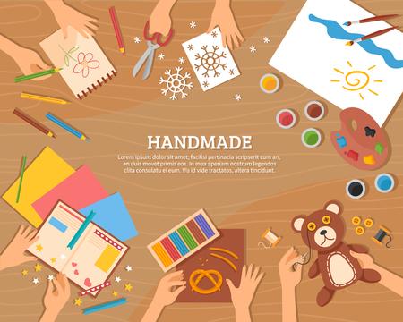 Handgemaakte concept in de vlakke stijl met kinderen tekeningen plasticine kleur papier aquarel en bekwame handen vector illustratie