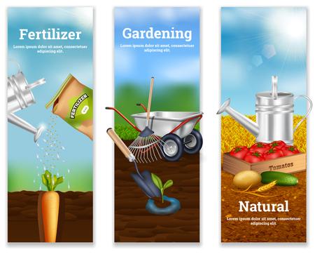 Drie die verticale banners met meststof de landbouwhulpmiddelen van de adverterene en natuurlijke plantaardige productie in realistische stijl vectorillustratie opleiden Stock Illustratie