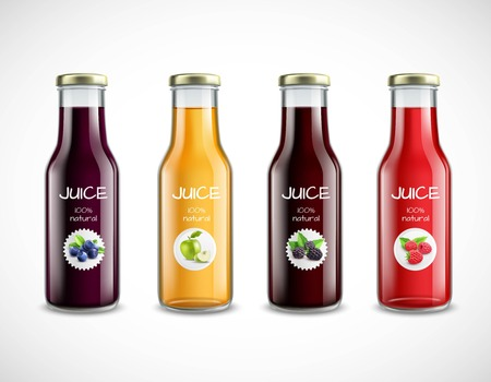 Sammlung glatte Glasflaschen mit Fruchtsaft und runden Aufklebern auf weißem Hintergrund lokalisierte Vektorillustration