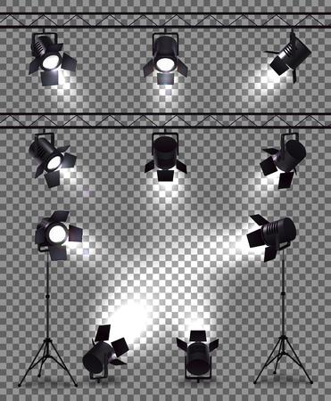 Projecteurs sertis d'images réalistes sur fond transparent avec des projecteurs à corps métallique et illustration vectorielle de matériel de montage